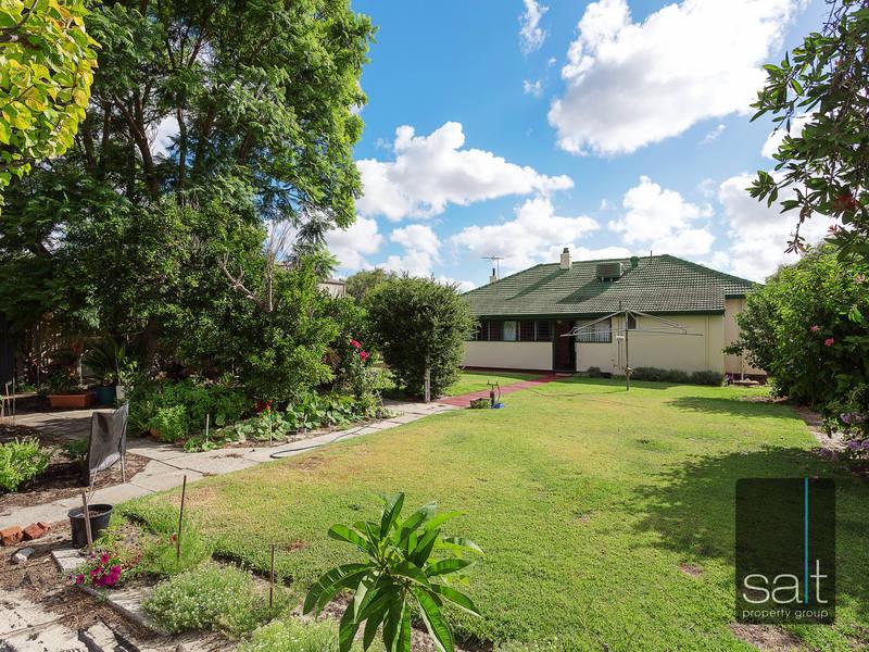 https://propertyphotos.vaultre.com.au/835/4465105__1582162009-5509-SALTWEBRES33RaymondRoadMtPleasant10of13.jpg