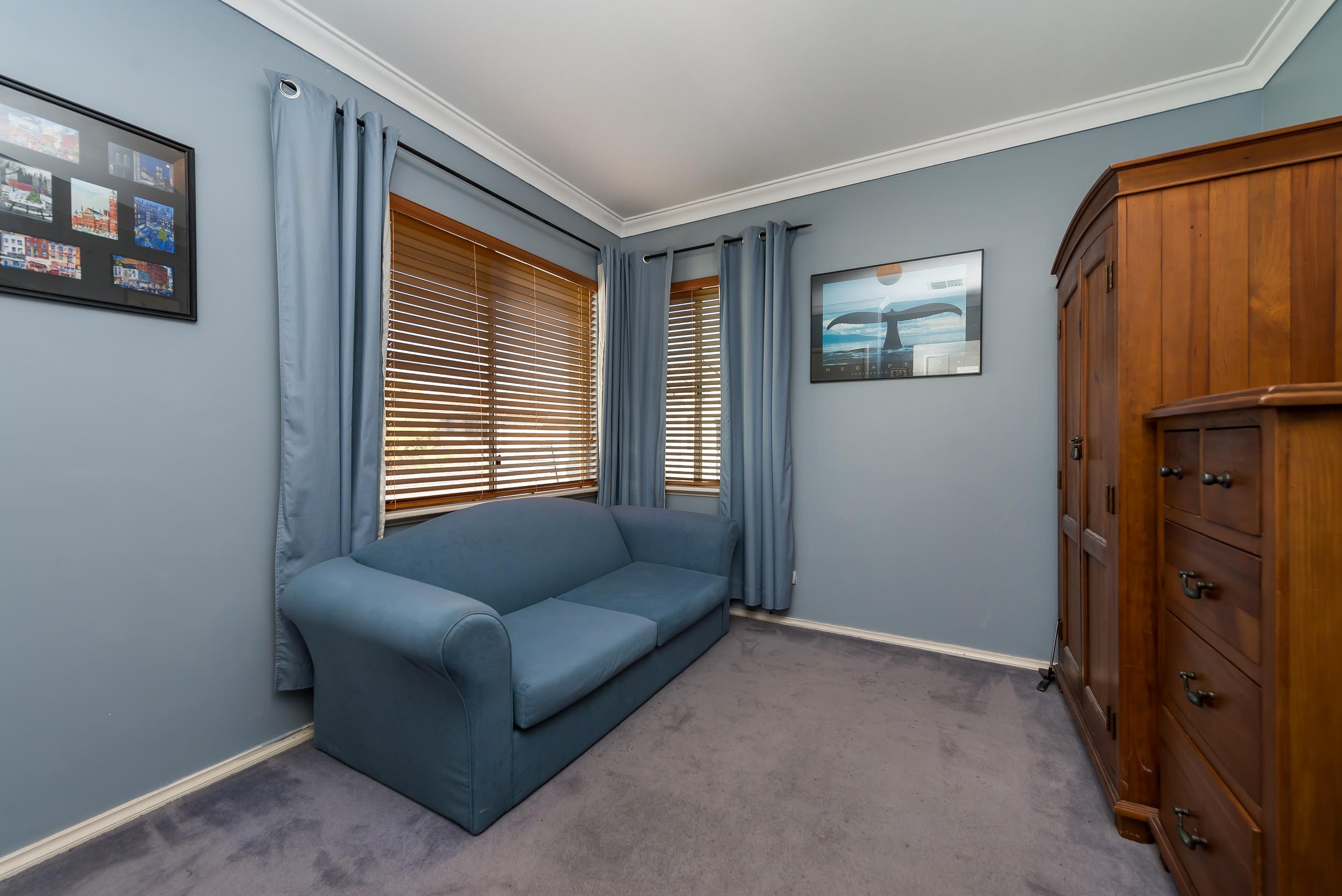 https://propertyphotos.vaultre.com.au/835/4465815__1582170704-27268-237LeonoraStComo-14.jpg