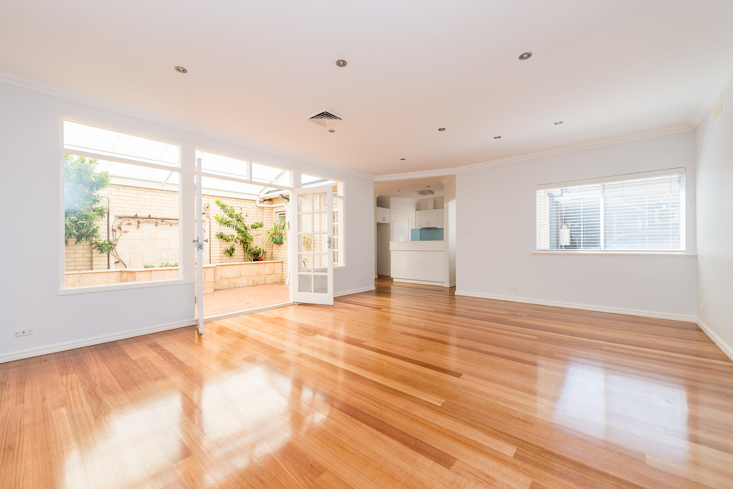 https://propertyphotos.vaultre.com.au/835/4493255__1582623036-15741-109BHamptonRoadSouthFremantle-4.jpg