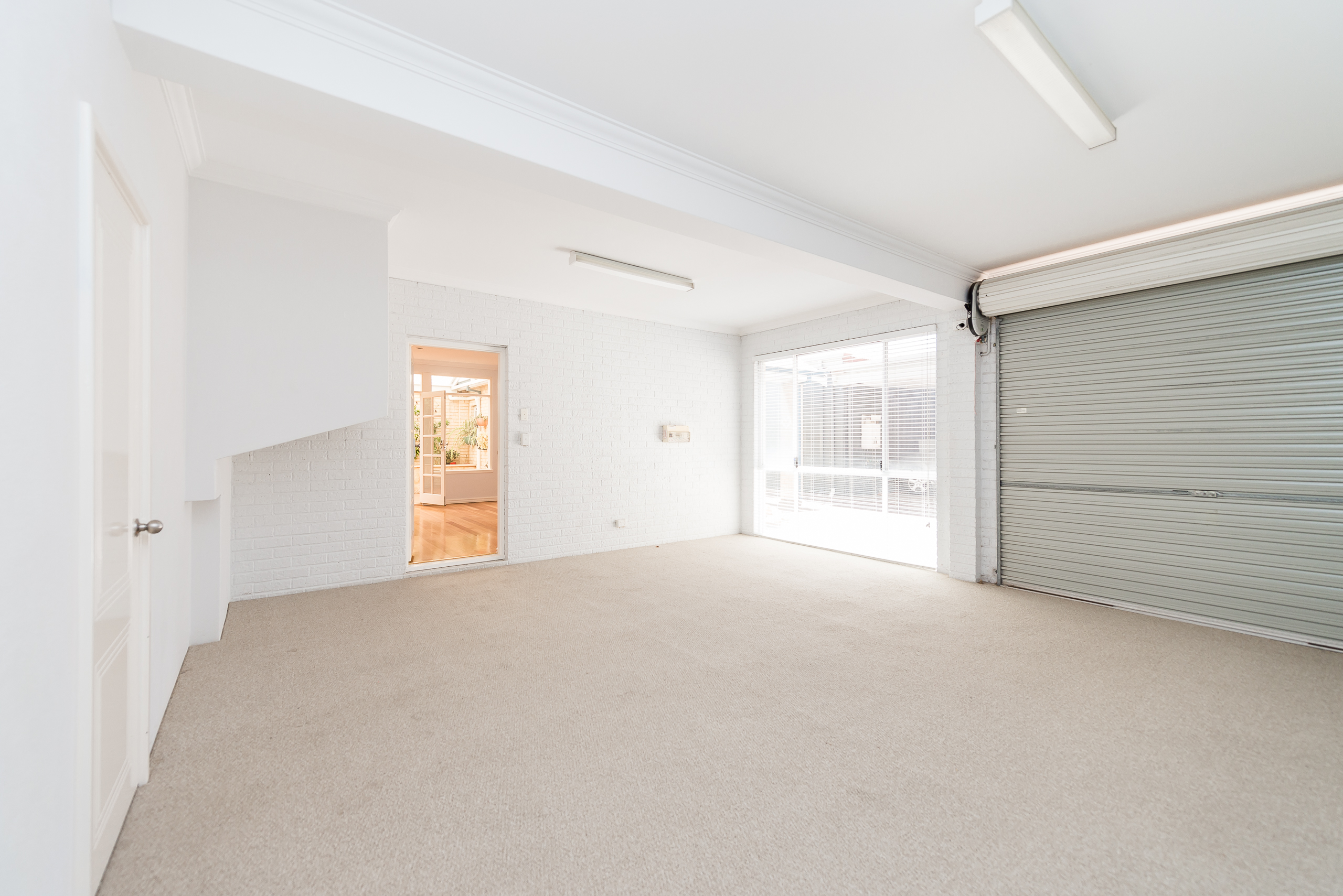 https://propertyphotos.vaultre.com.au/835/4493261__1582623176-15801-109BHamptonRoadSouthFremantle-10.jpg