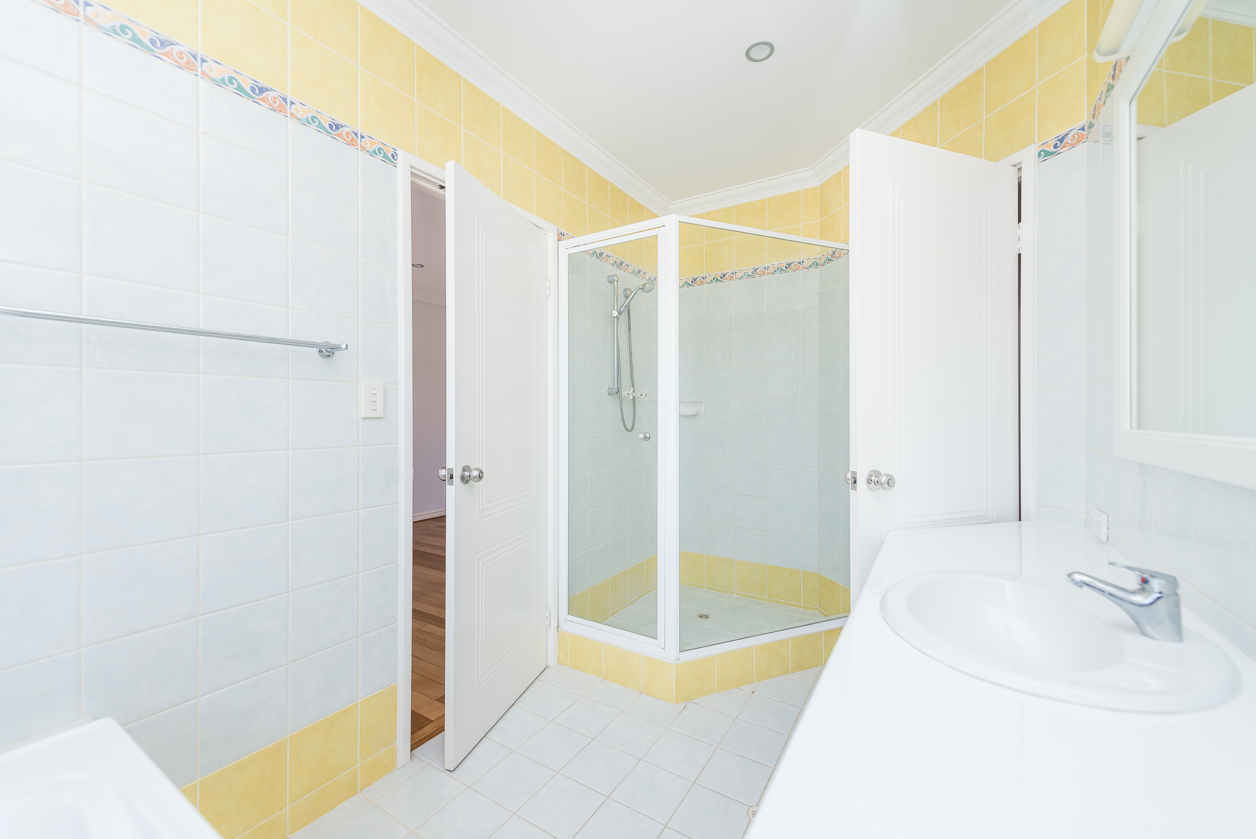 https://propertyphotos.vaultre.com.au/835/4493266__1582623259-15846-109BHamptonRoadSouthFremantle-15.jpg