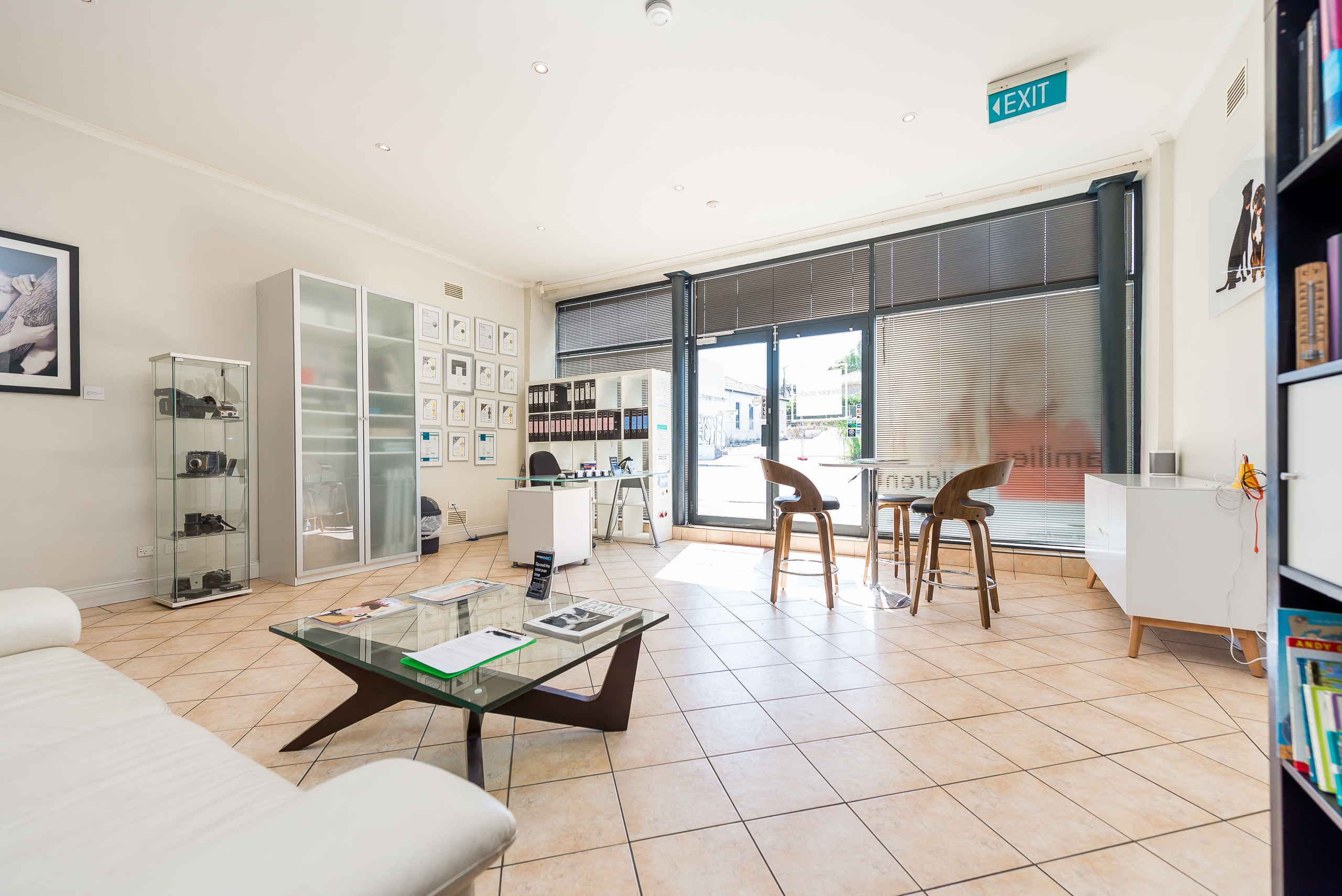 https://propertyphotos.vaultre.com.au/835/4505137__1582688735-6351-109AHamptonRoadSouthFremantle-7.jpg
