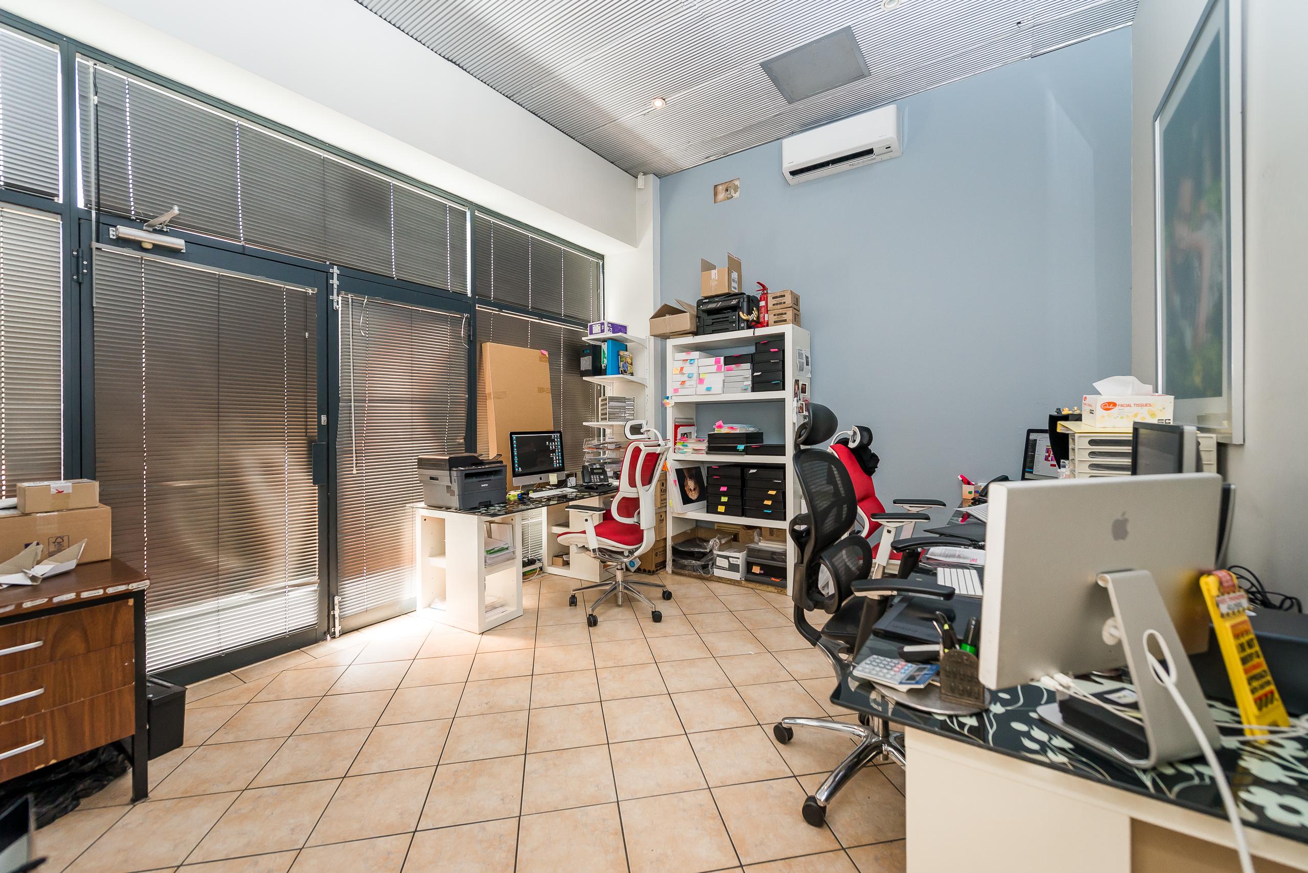 https://propertyphotos.vaultre.com.au/835/4505151__1582688821-6384-109AHamptonRoadSouthFremantle-10.jpg