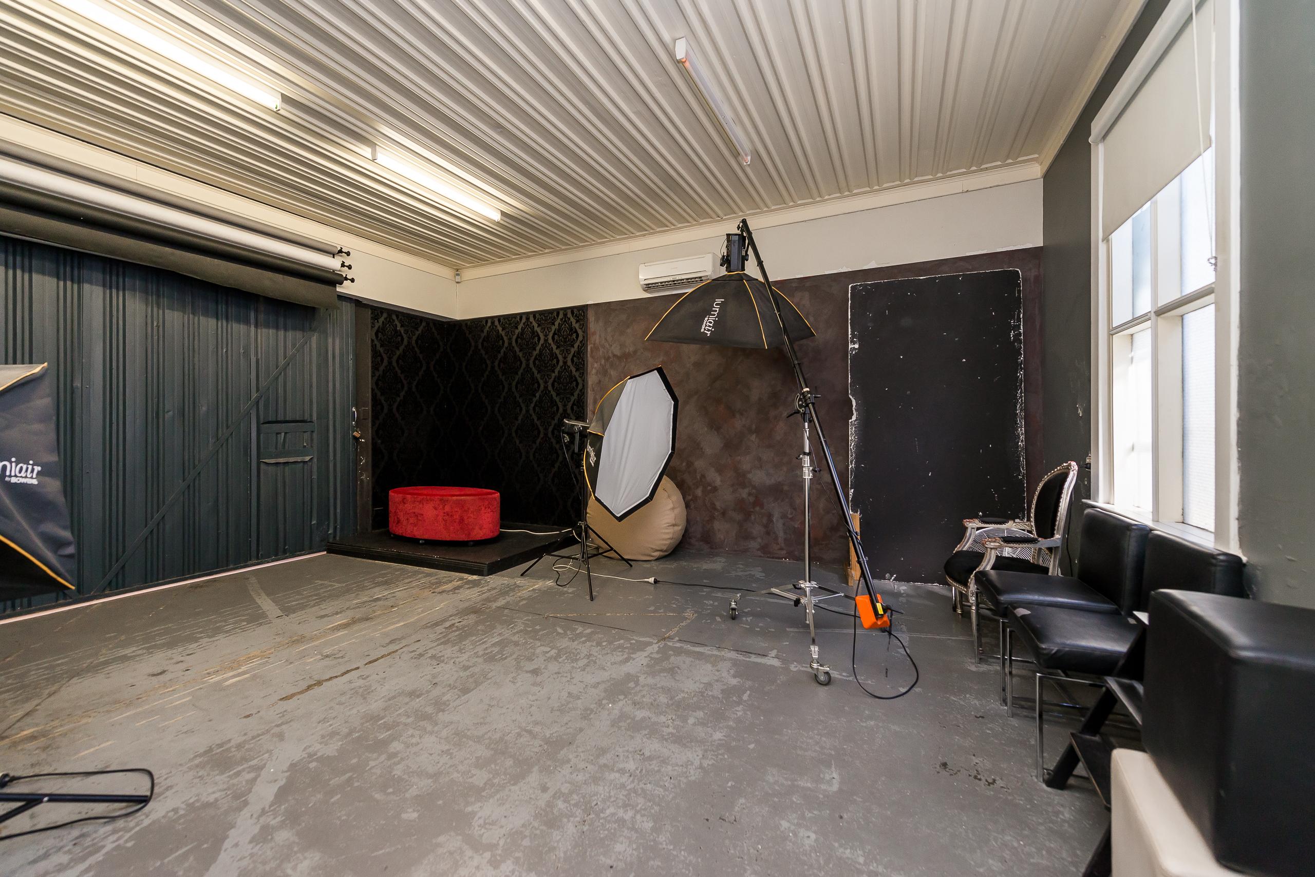 https://propertyphotos.vaultre.com.au/835/4505192__1582688949-6434-109AHamptonRoadSouthFremantle-15.jpg