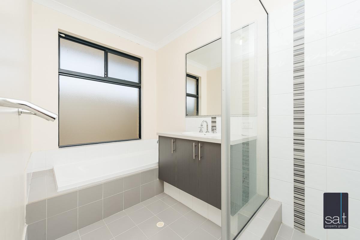 https://propertyphotos.vaultre.com.au/835/4607971__1583465841-23332-532AldayStreetStJames-9.jpg