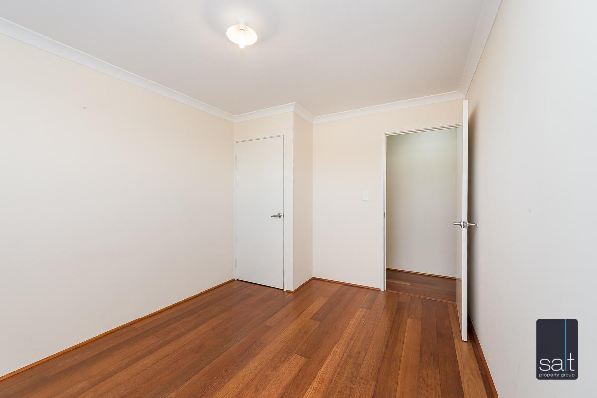 https://propertyphotos.vaultre.com.au/835/4607973__1583465845-6466-532AldayStreetStJames-11.jpg