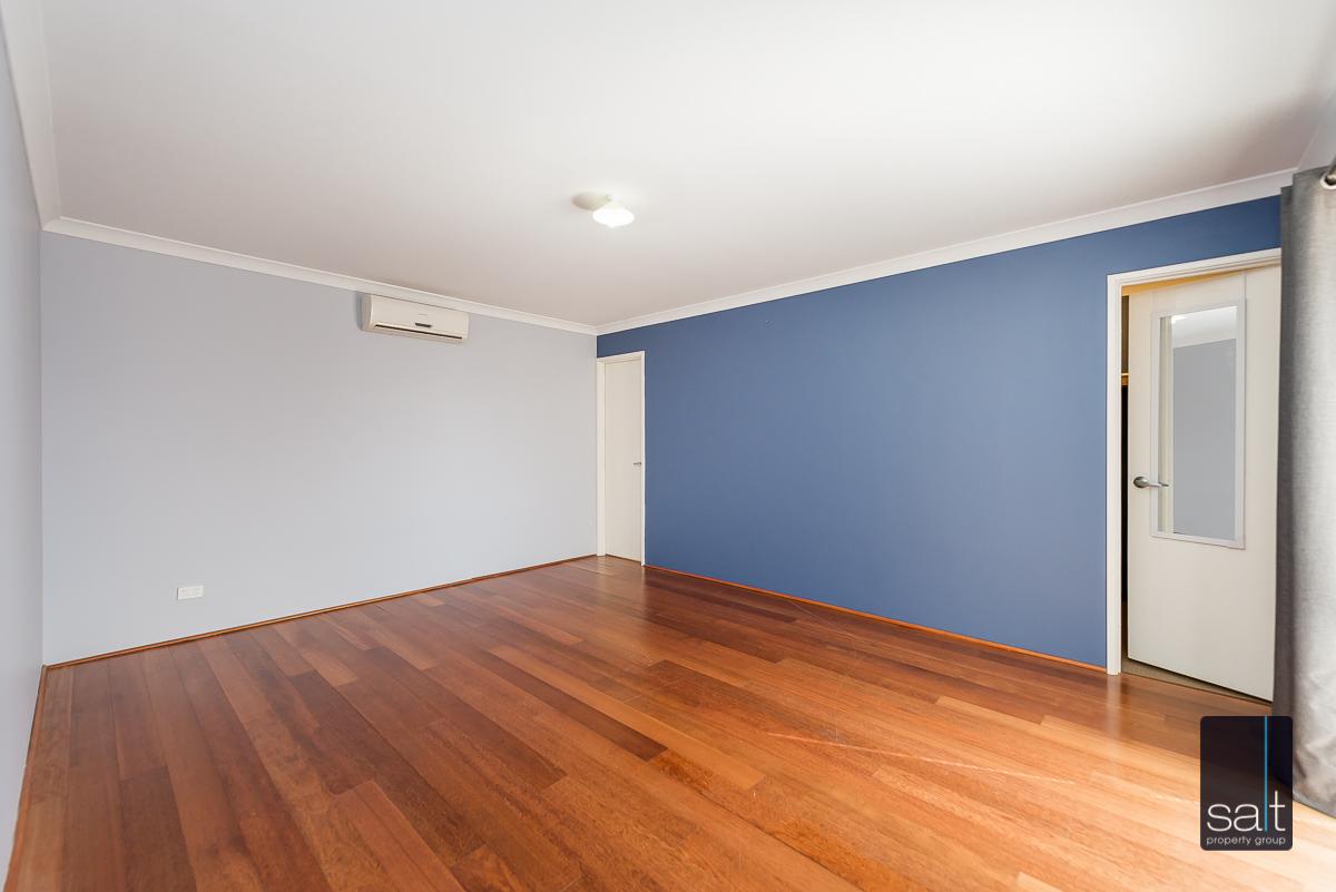https://propertyphotos.vaultre.com.au/835/4607974__1583465846-23368-532AldayStreetStJames-12.jpg
