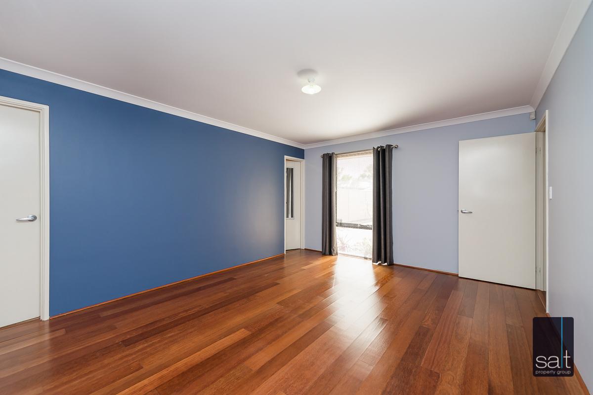 https://propertyphotos.vaultre.com.au/835/4607976__1583465848-464-532AldayStreetStJames-13.jpg