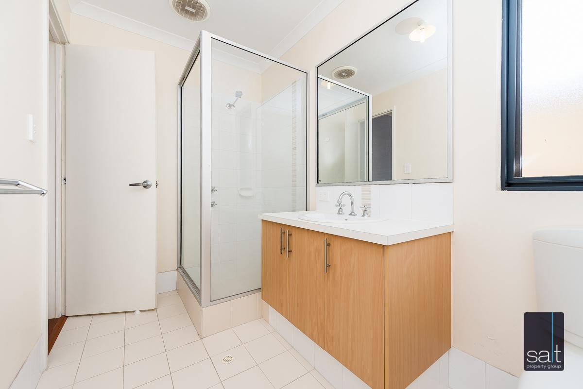 https://propertyphotos.vaultre.com.au/835/4607977__1583465849-23391-532AldayStreetStJames-14.jpg