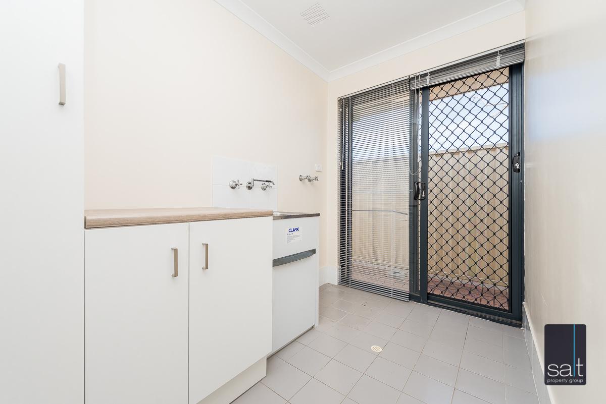 https://propertyphotos.vaultre.com.au/835/4607978__1583465850-480-532AldayStreetStJames-15.jpg