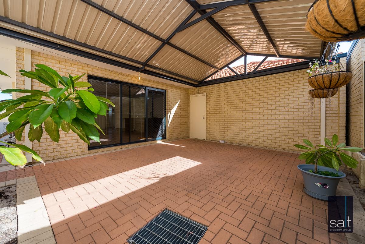 https://propertyphotos.vaultre.com.au/835/4607980__1583465852-501-532AldayStreetStJames-17.jpg