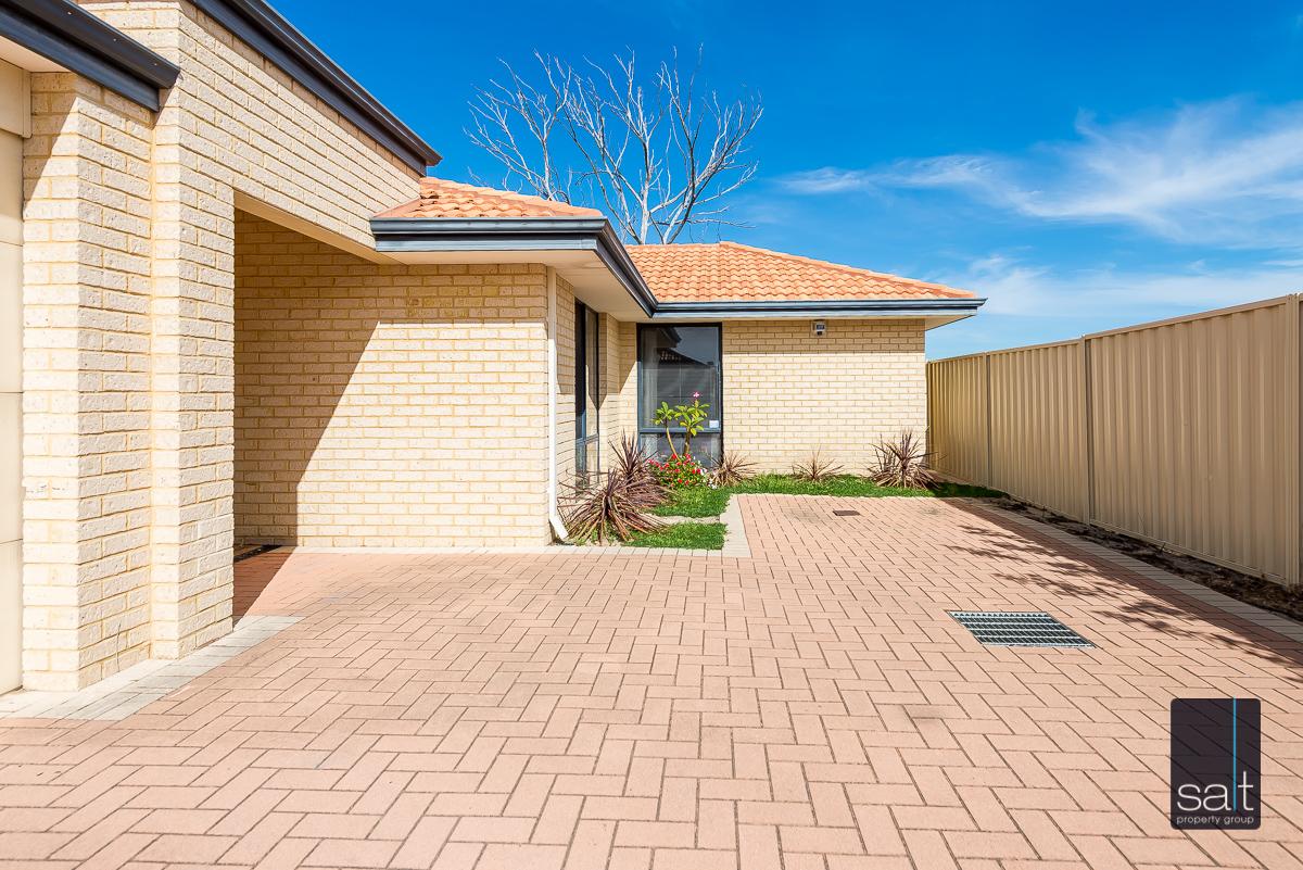 https://propertyphotos.vaultre.com.au/835/4607982__1583465855-516-532AldayStreetStJames-2.jpg