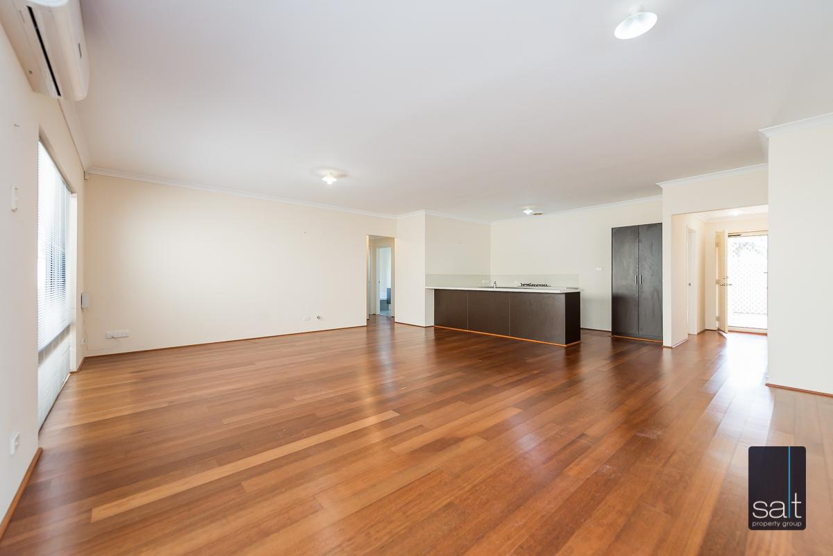 https://propertyphotos.vaultre.com.au/835/4607983__1583465856-23440-532AldayStreetStJames-3.jpg