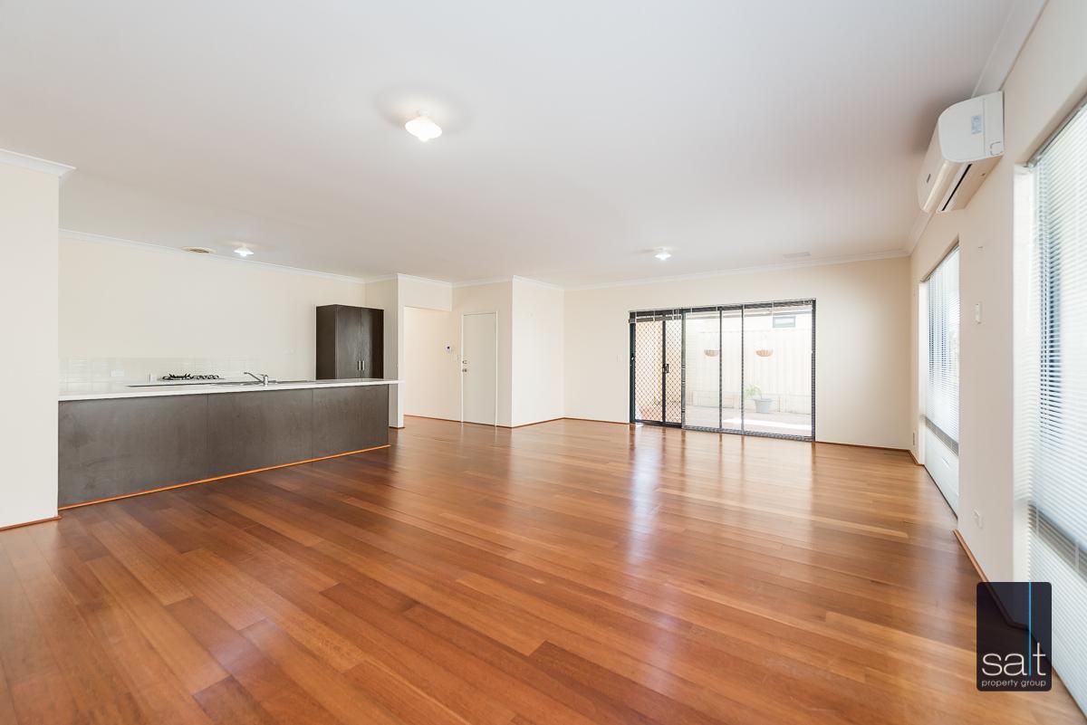 https://propertyphotos.vaultre.com.au/835/4607984__1583465857-23447-532AldayStreetStJames-4.jpg