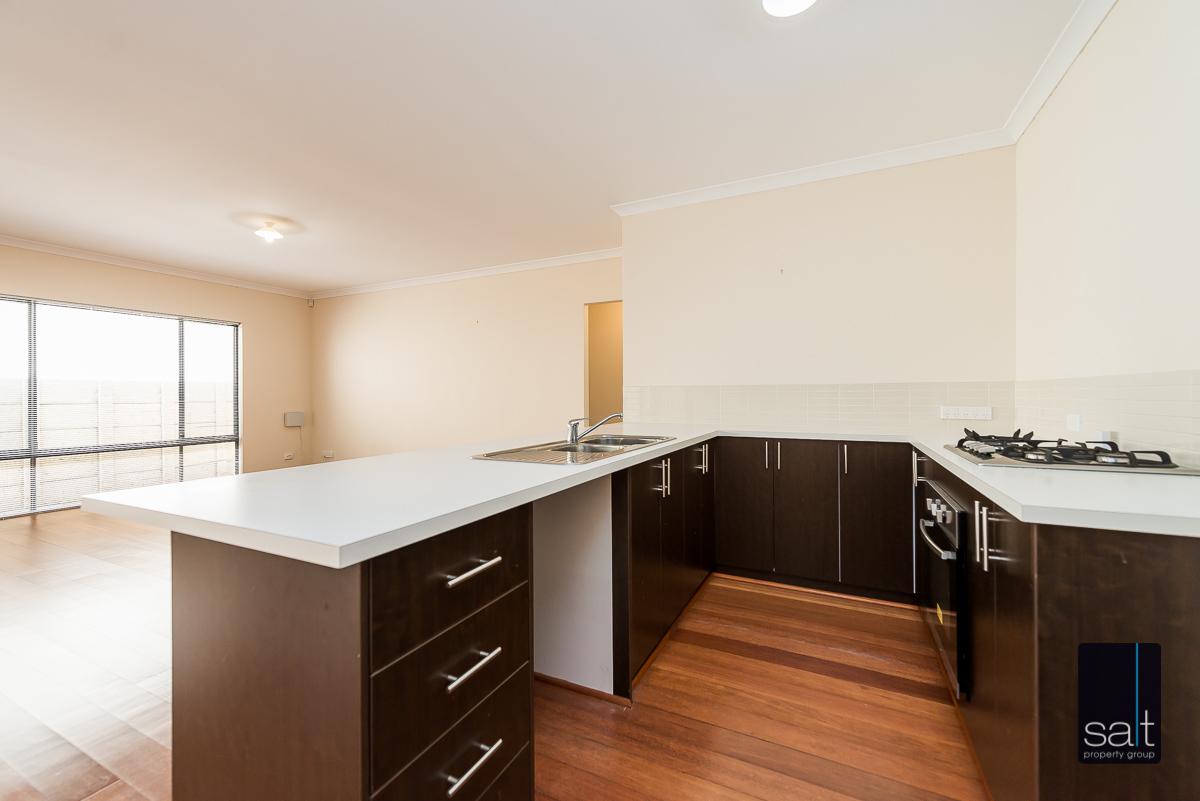 https://propertyphotos.vaultre.com.au/835/4607985__1583465859-23454-532AldayStreetStJames-5.jpg