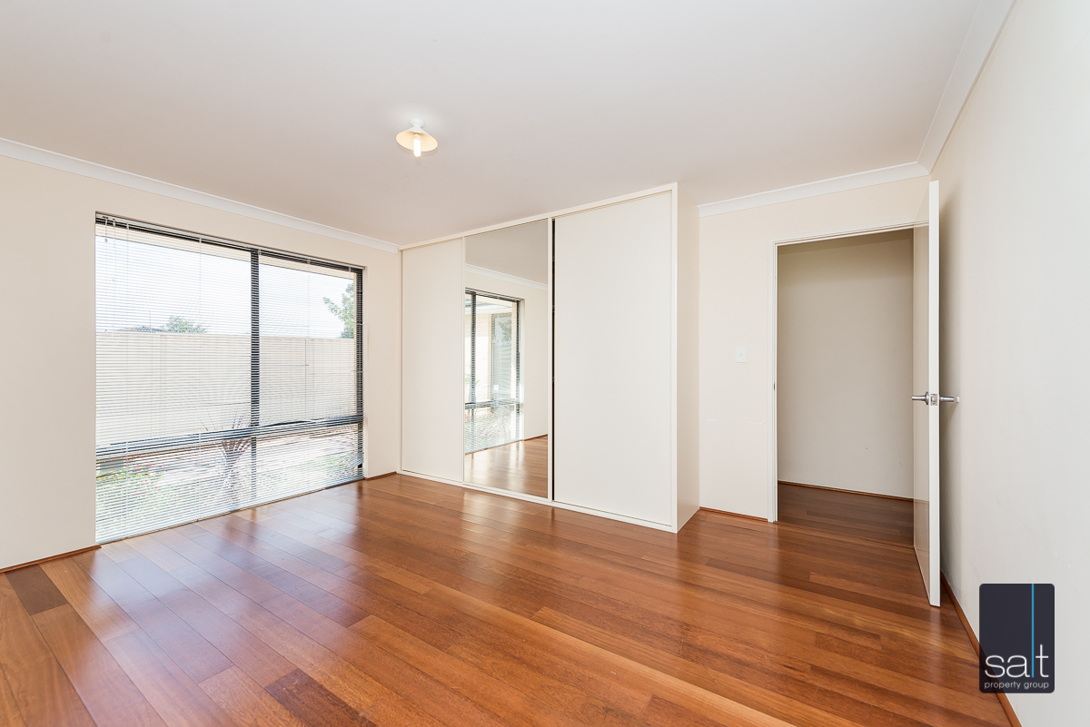 https://propertyphotos.vaultre.com.au/835/4607987__1583465861-563-532AldayStreetStJames-7.jpg