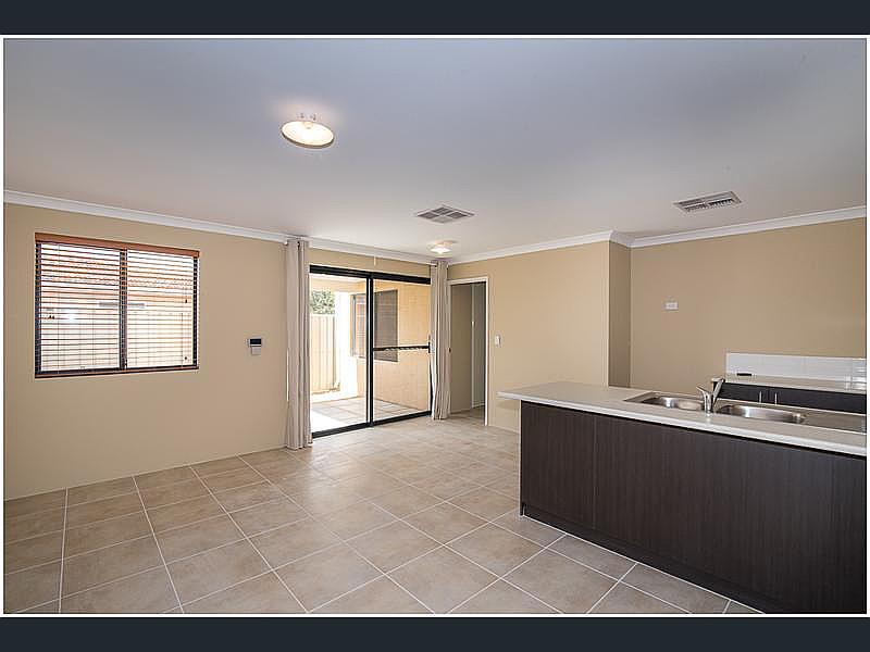 https://propertyphotos.vaultre.com.au/835/4631062__1584070516-1039-reaimport-1568684453-347406-29075.jpg