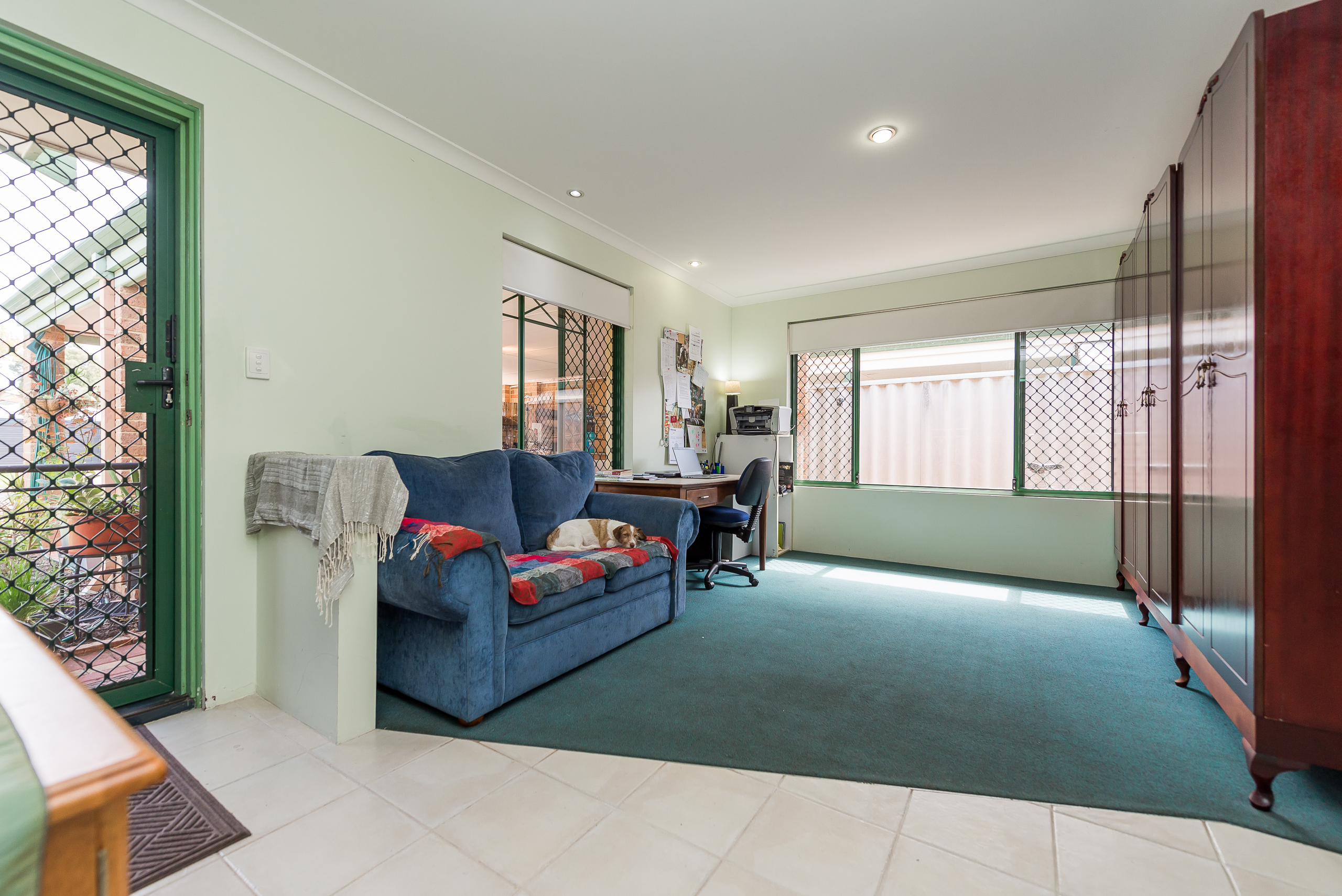 https://propertyphotos.vaultre.com.au/835/4638668__1584412721-18437-35JagoeLoopWillagee-4.jpg
