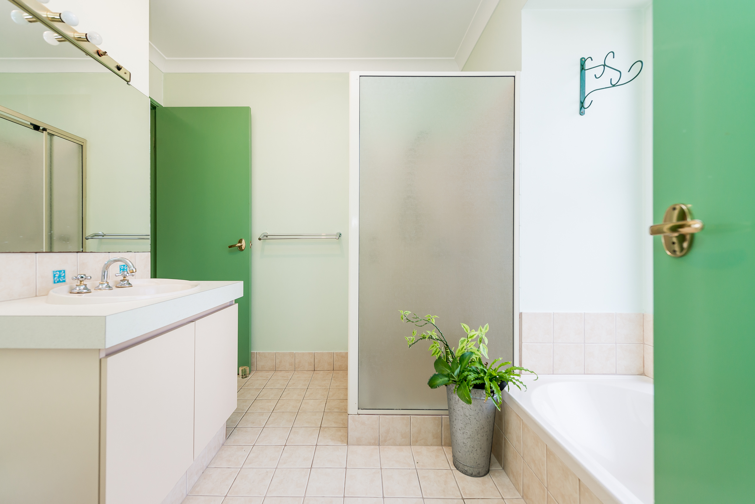 https://propertyphotos.vaultre.com.au/835/4638681__1584412849-18525-35JagoeLoopWillagee-9.jpg