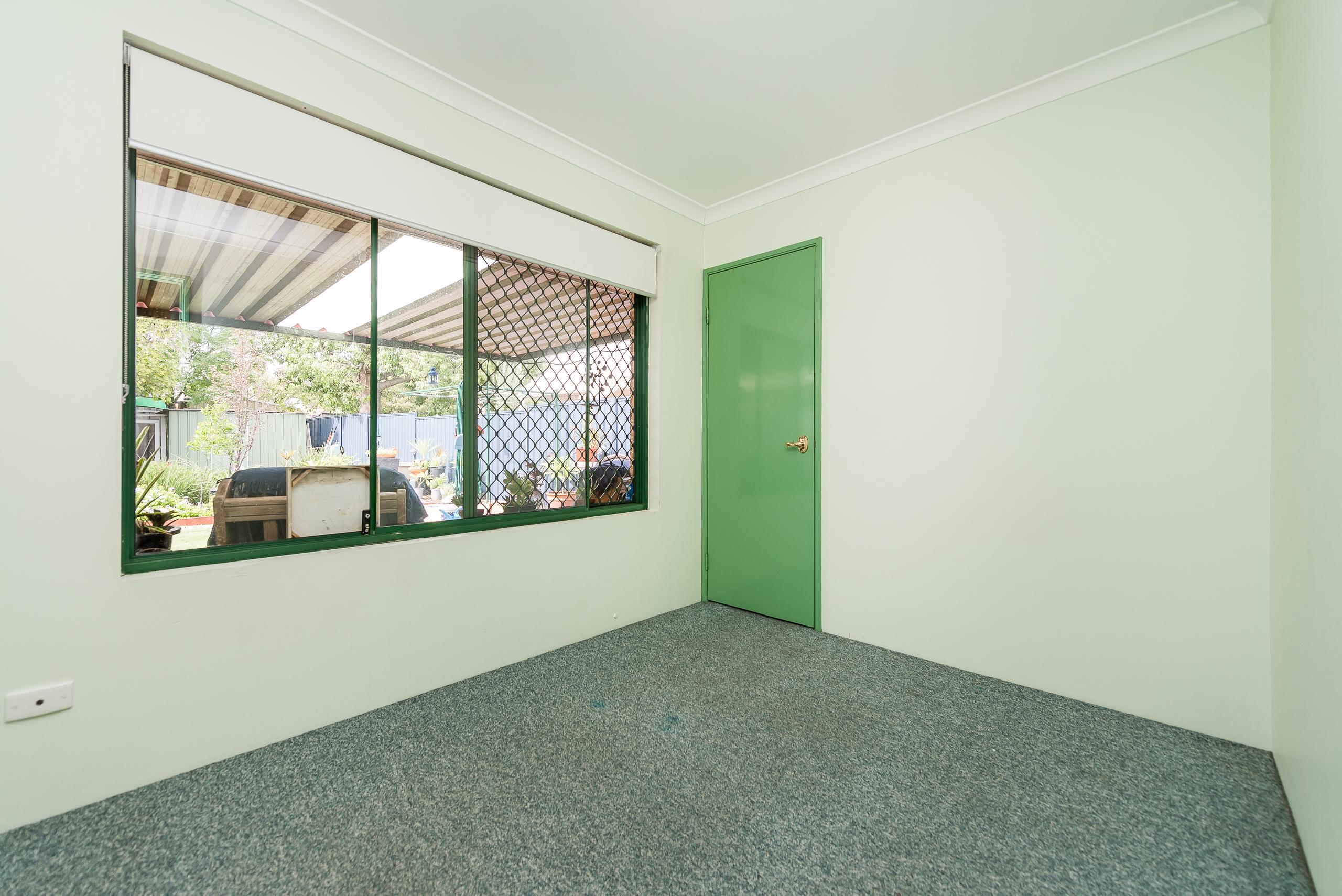 https://propertyphotos.vaultre.com.au/835/4638684__1584412895-18547-35JagoeLoopWillagee-11.jpg