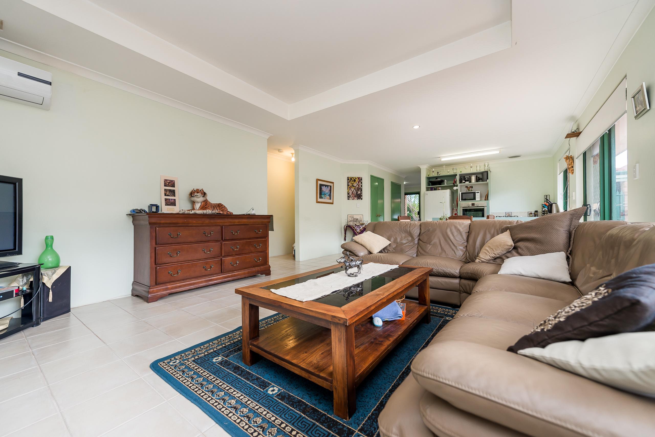 https://propertyphotos.vaultre.com.au/835/4638696__1584412985-18585-35JagoeLoopWillagee-15.jpg