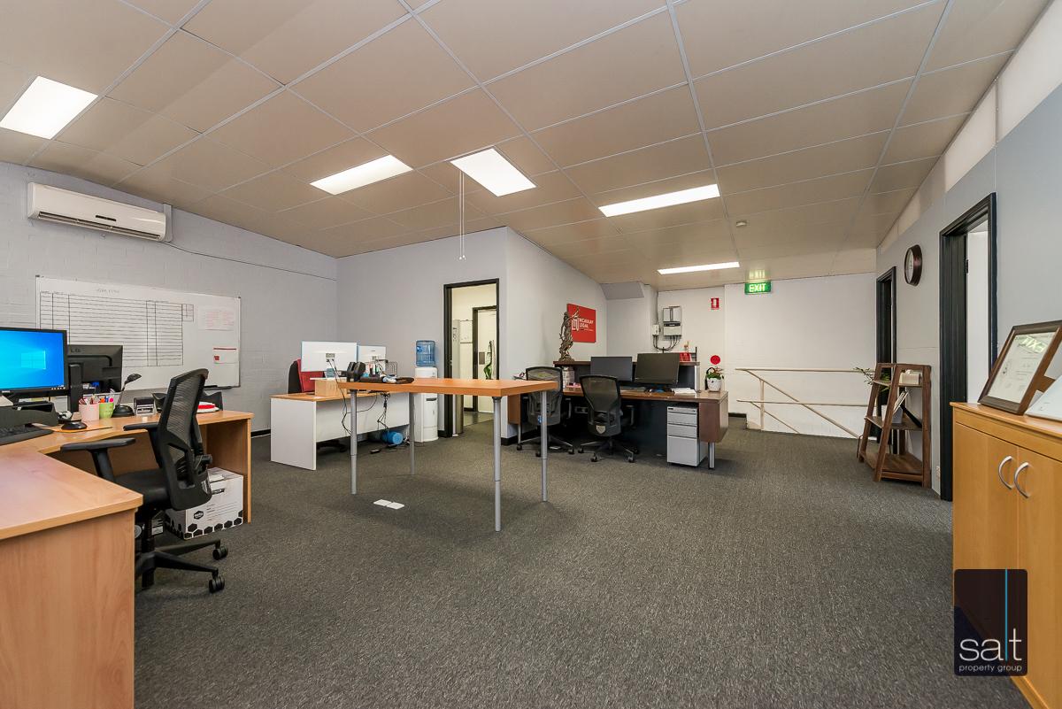 https://propertyphotos.vaultre.com.au/835/4638735__1584413288-27560-1AHaydenCourtMyaree-9.jpg
