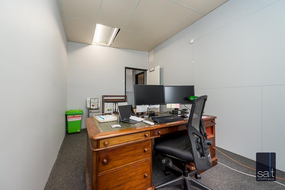 https://propertyphotos.vaultre.com.au/835/4638740__1584413293-27579-1AHaydenCourtMyaree-14.jpg