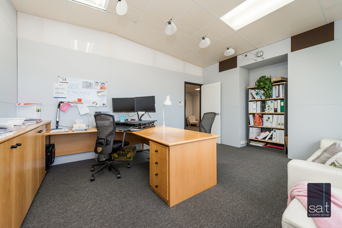 https://propertyphotos.vaultre.com.au/835/4638745__1584413297-26844-1AHaydenCourtMyaree-19.jpg