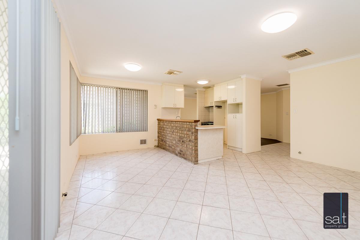 https://propertyphotos.vaultre.com.au/835/4644225__1584518958-929-5MilliganAvenueMorley-6.jpg