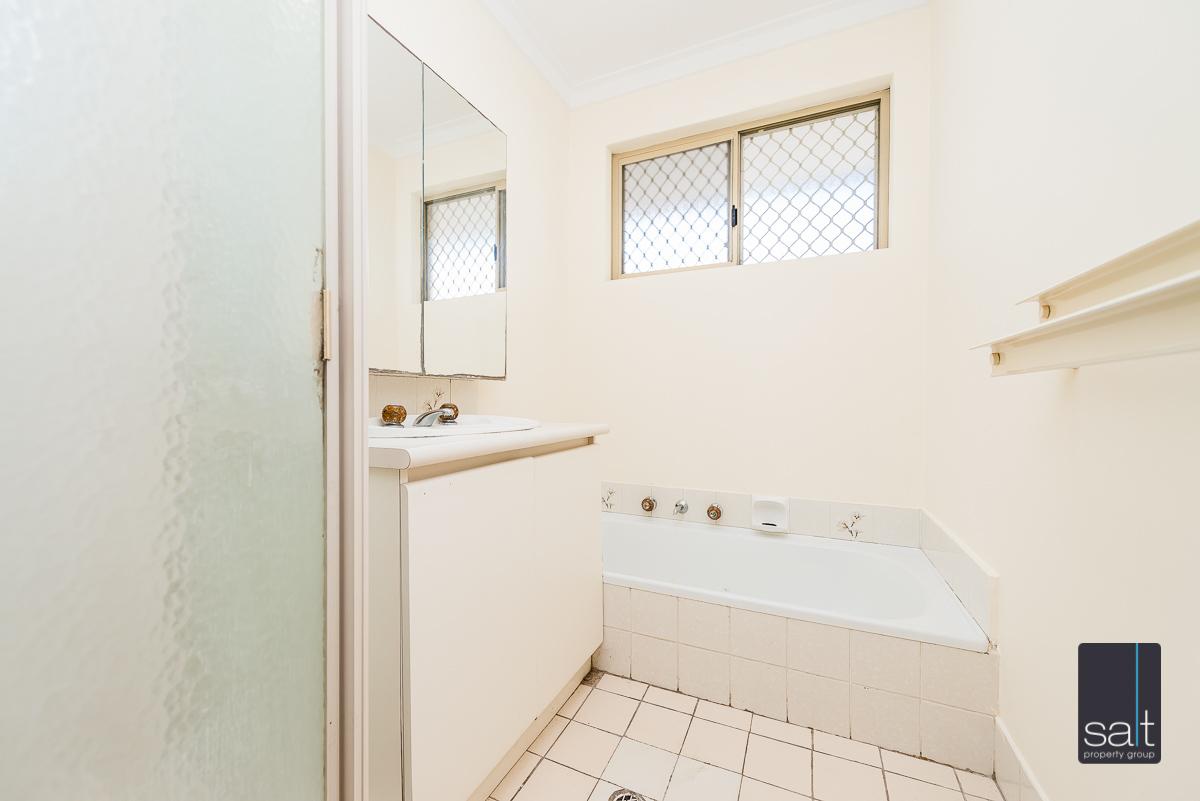 https://propertyphotos.vaultre.com.au/835/4644231__1584518963-2894-5MilliganAvenueMorley-12.jpg