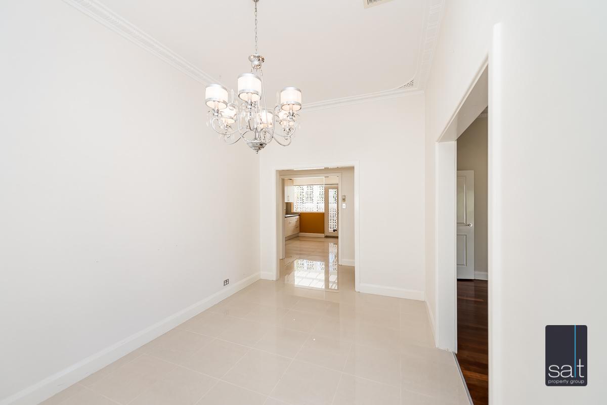 https://propertyphotos.vaultre.com.au/835/4660898__1585039248-708-31LeachAveRiverton-5.jpg