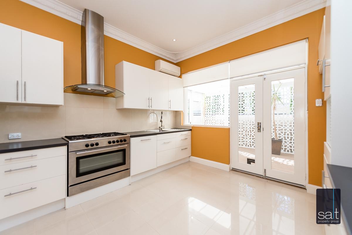 https://propertyphotos.vaultre.com.au/835/4660899__1585039249-712-31LeachAveRiverton-6.jpg