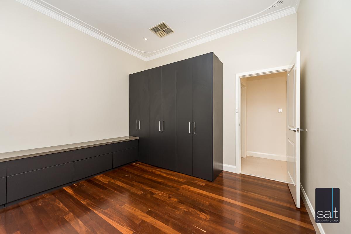 https://propertyphotos.vaultre.com.au/835/4660900__1585039250-715-31LeachAveRiverton-9.jpg