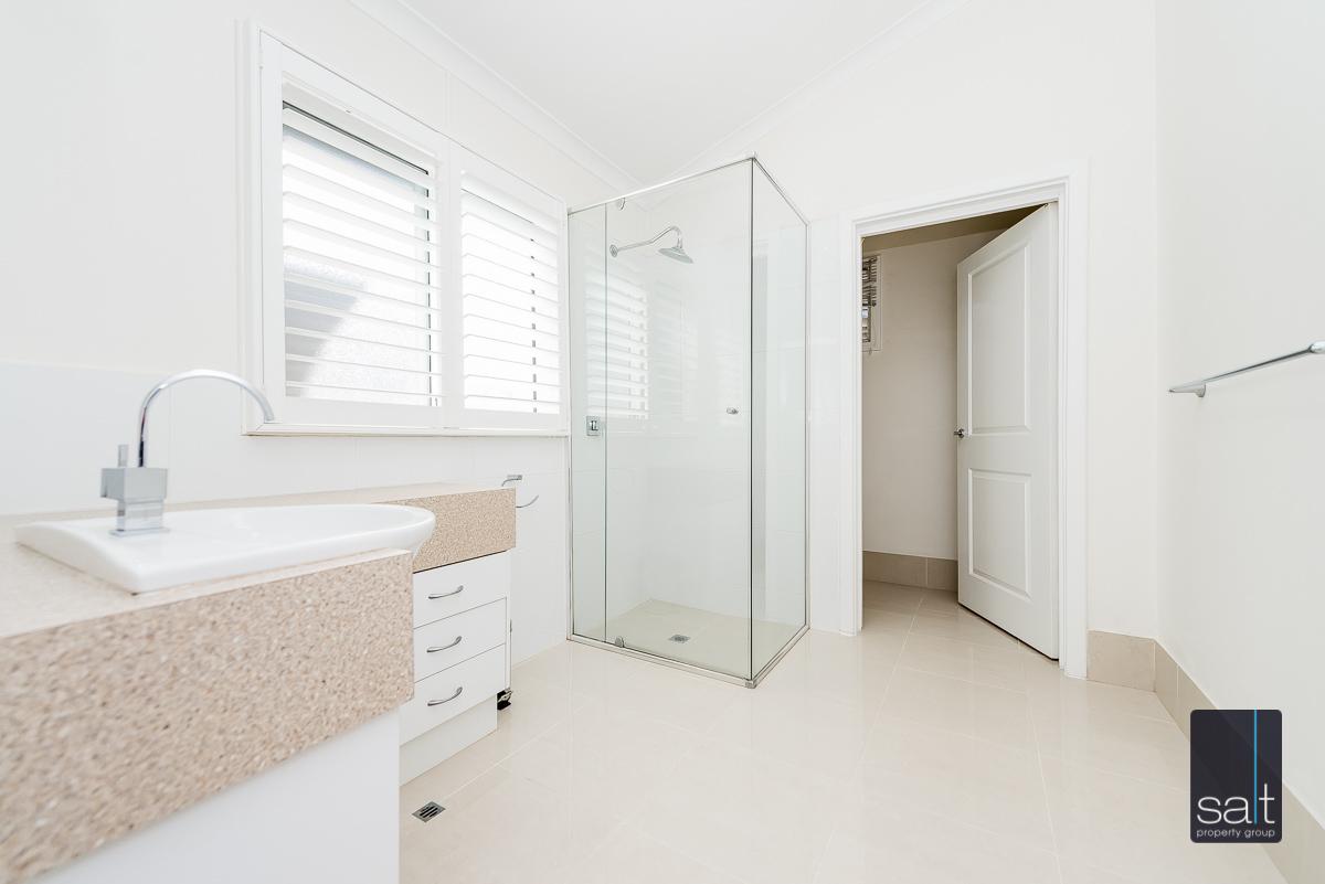 https://propertyphotos.vaultre.com.au/835/4660904__1585039254-731-31LeachAveRiverton-14.jpg