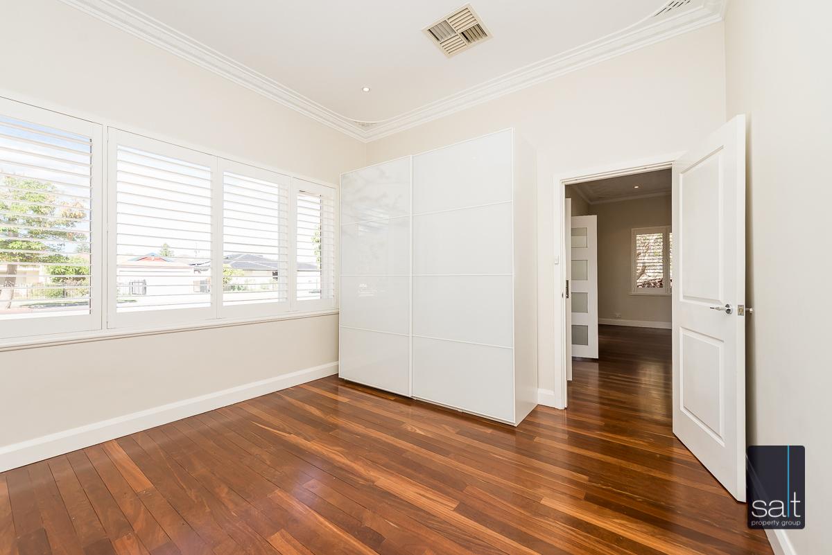 https://propertyphotos.vaultre.com.au/835/4660905__1585039255-734-31LeachAveRiverton-15.jpg