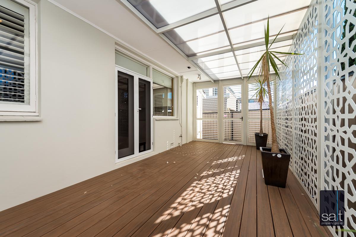 https://propertyphotos.vaultre.com.au/835/4660906__1585039255-737-31LeachAveRiverton-17.jpg