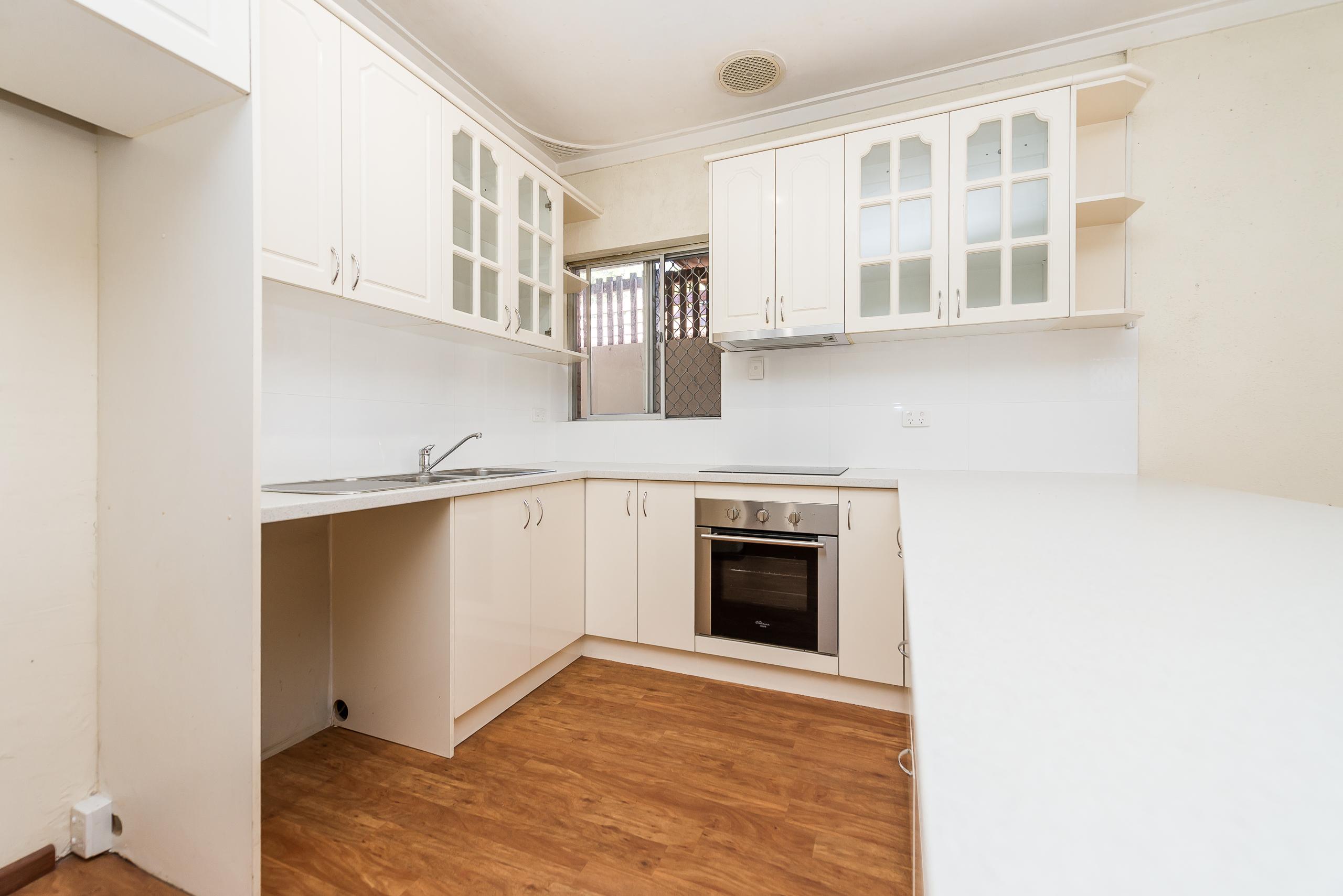 https://propertyphotos.vaultre.com.au/835/4663482__1585112068-32332-168aRiseleyStreetBooragoon-6.jpg