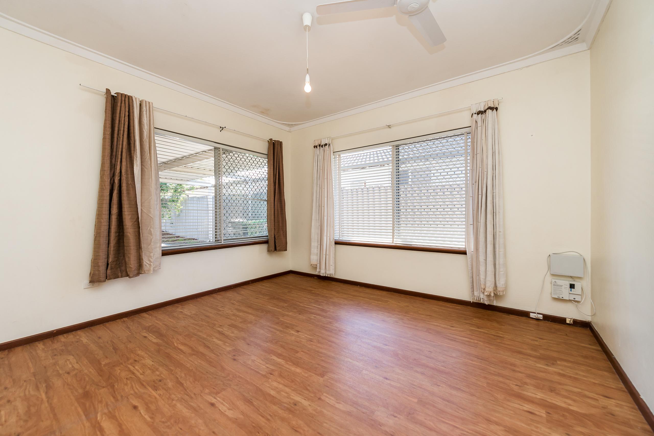 https://propertyphotos.vaultre.com.au/835/4663486__1585112120-32346-168aRiseleyStreetBooragoon-7.jpg