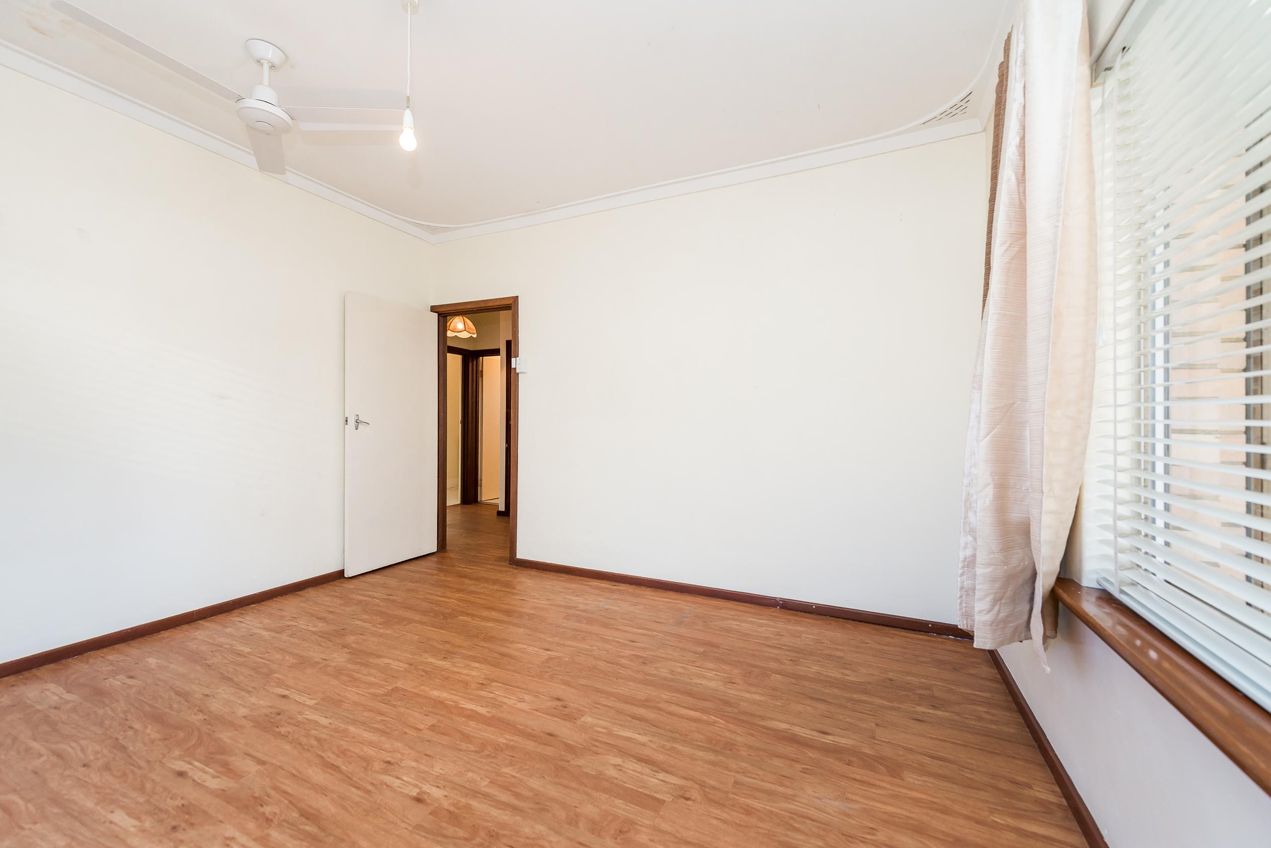 https://propertyphotos.vaultre.com.au/835/4663490__1585112163-32384-168aRiseleyStreetBooragoon-8.jpg