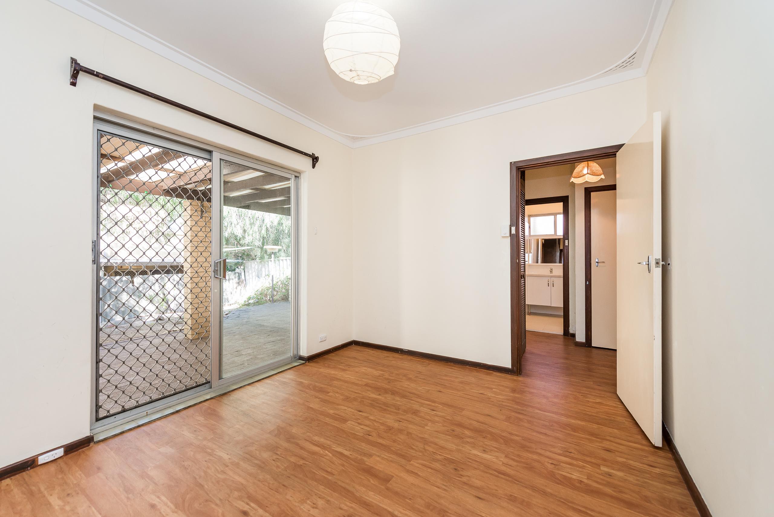 https://propertyphotos.vaultre.com.au/835/4663522__1585112210-32401-168aRiseleyStreetBooragoon-9.jpg