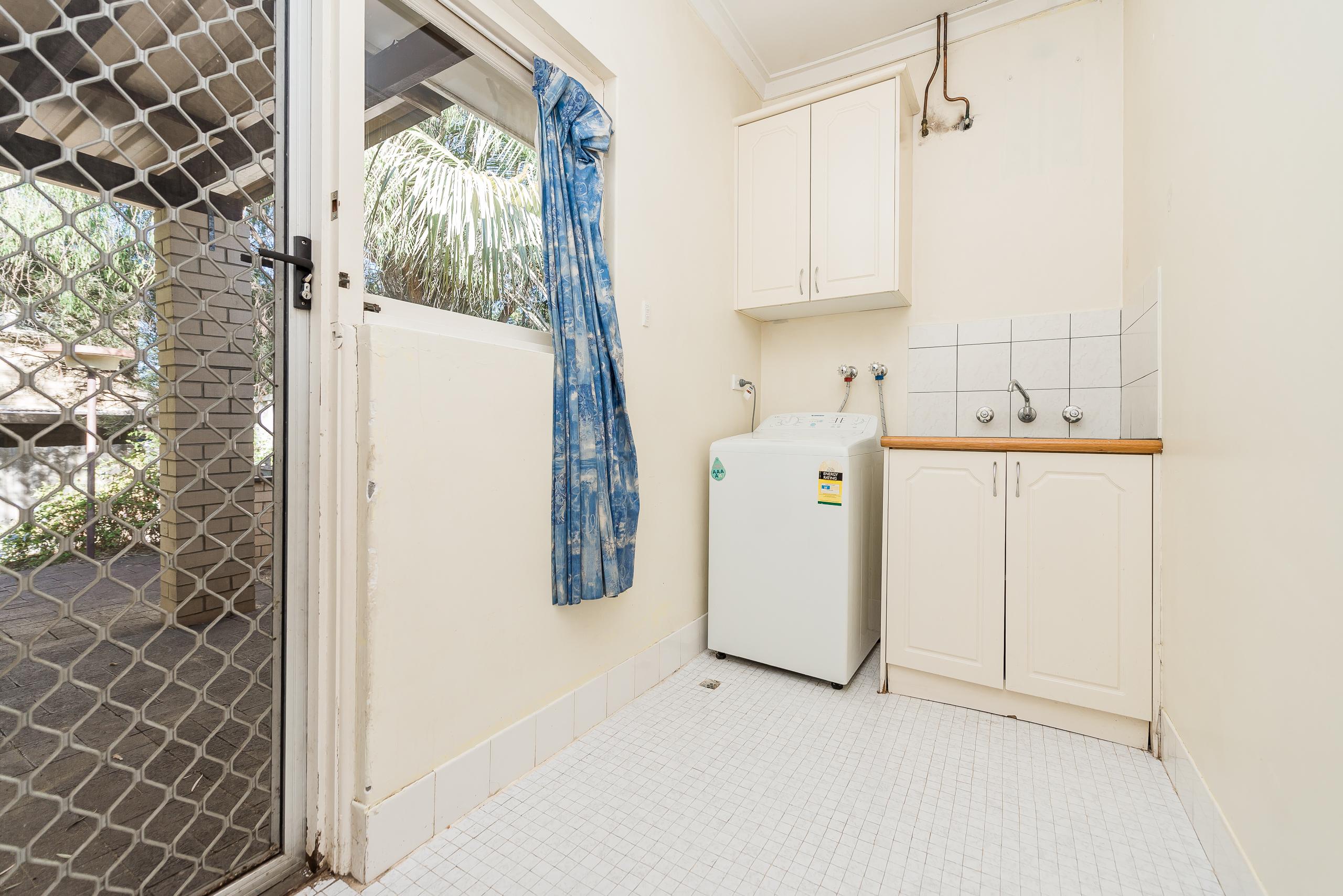 https://propertyphotos.vaultre.com.au/835/4663532__1585112281-32459-168aRiseleyStreetBooragoon-11.jpg