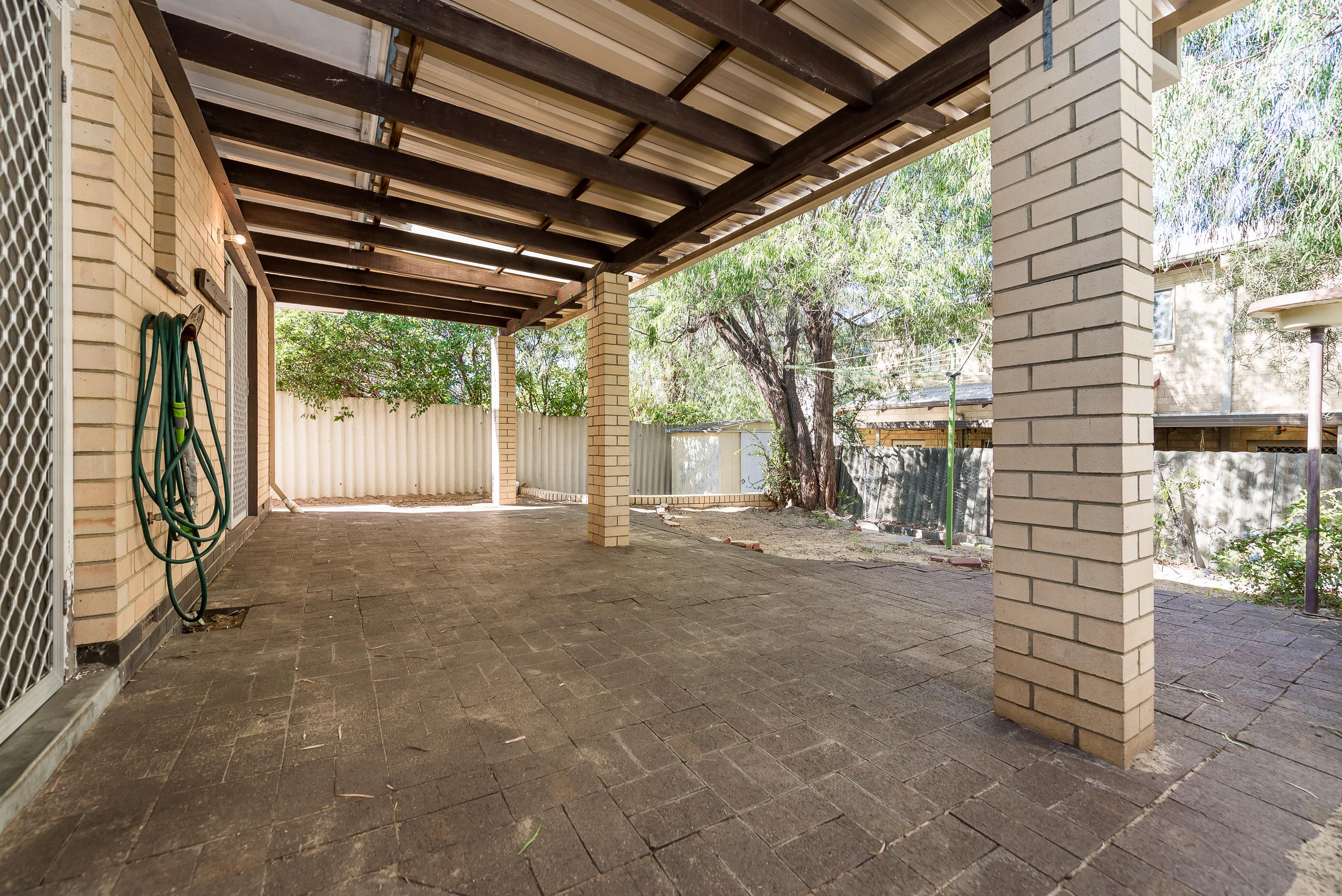 https://propertyphotos.vaultre.com.au/835/4663547__1585112441-32497-168aRiseleyStreetBooragoon-13.jpg