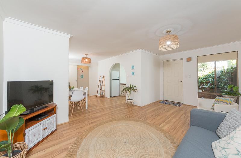 https://propertyphotos.vaultre.com.au/835/4695071__1586164412-9682-IMG2707.jpg