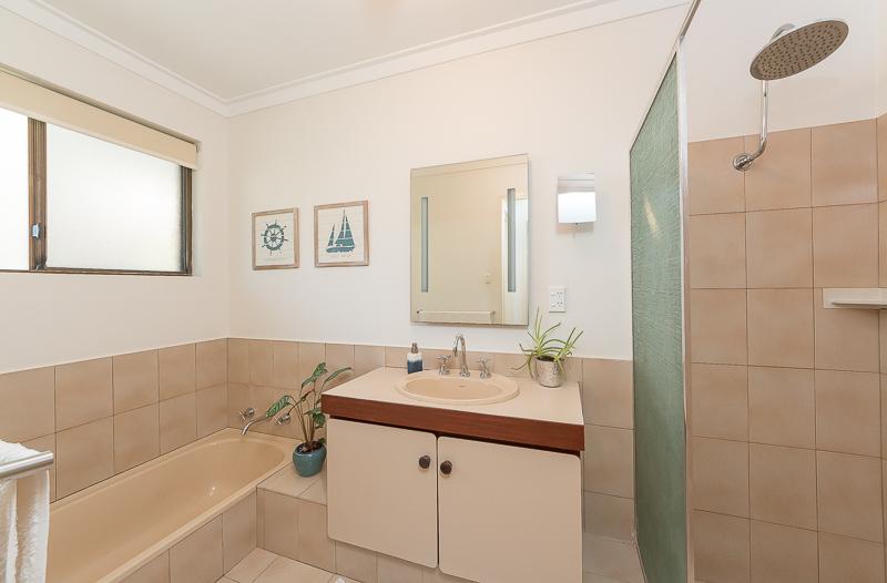 https://propertyphotos.vaultre.com.au/835/4695078__1586164486-24035-IMG2716.jpg