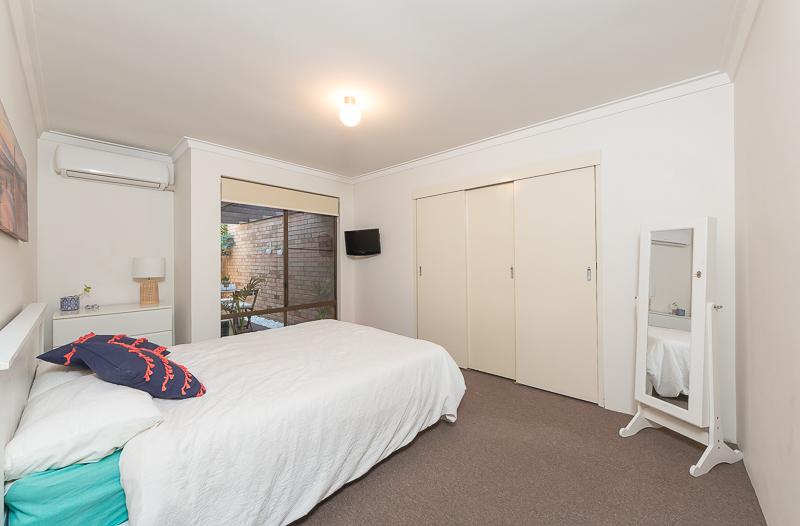 https://propertyphotos.vaultre.com.au/835/4695086__1586164773-10207-IMG2714.jpg