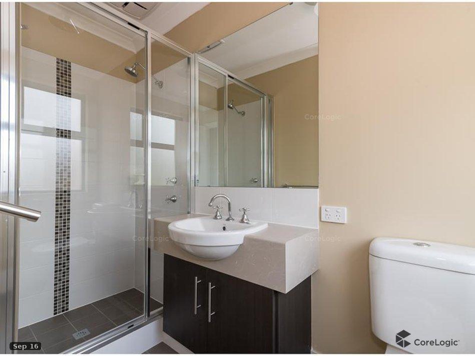https://propertyphotos.vaultre.com.au/835/4721843__1586836087-10166-bathroom.jpg