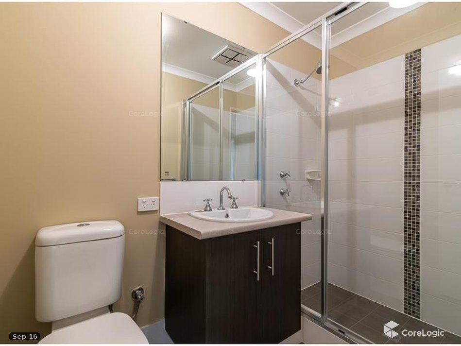 https://propertyphotos.vaultre.com.au/835/4721844__1586836089-10403-bathroom2.jpg