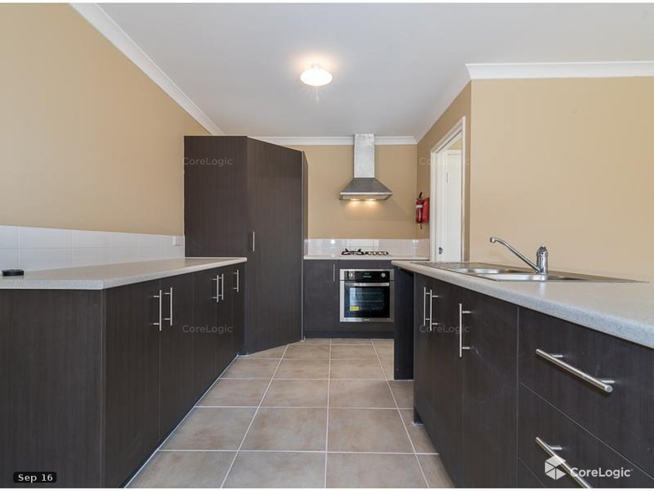 https://propertyphotos.vaultre.com.au/835/4721850__1586836097-10049-kitchen.jpg