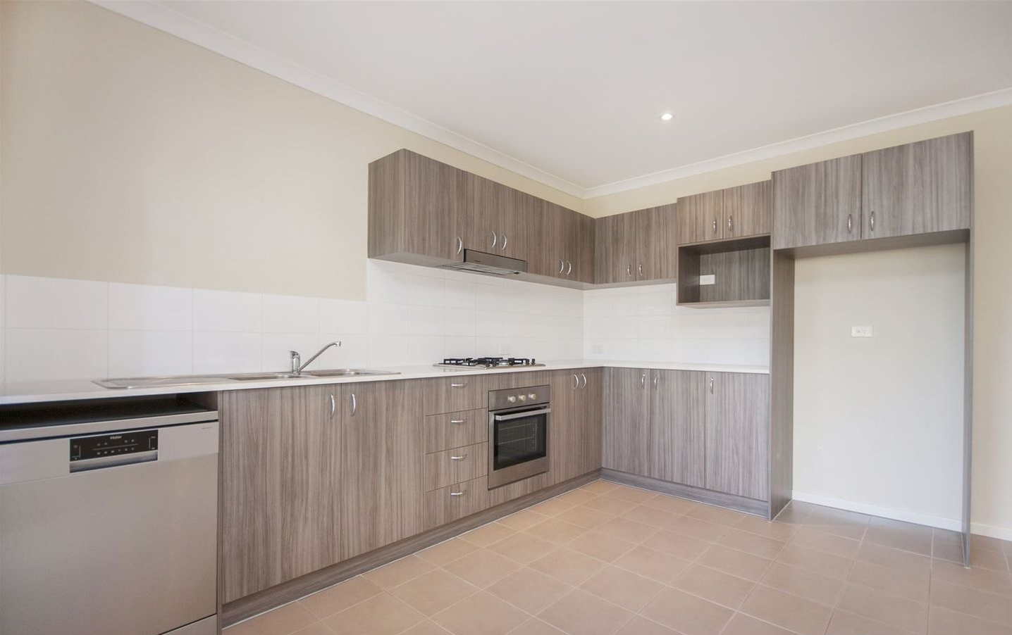 https://propertyphotos.vaultre.com.au/835/4857951__1587018560-31040-image6.jpg
