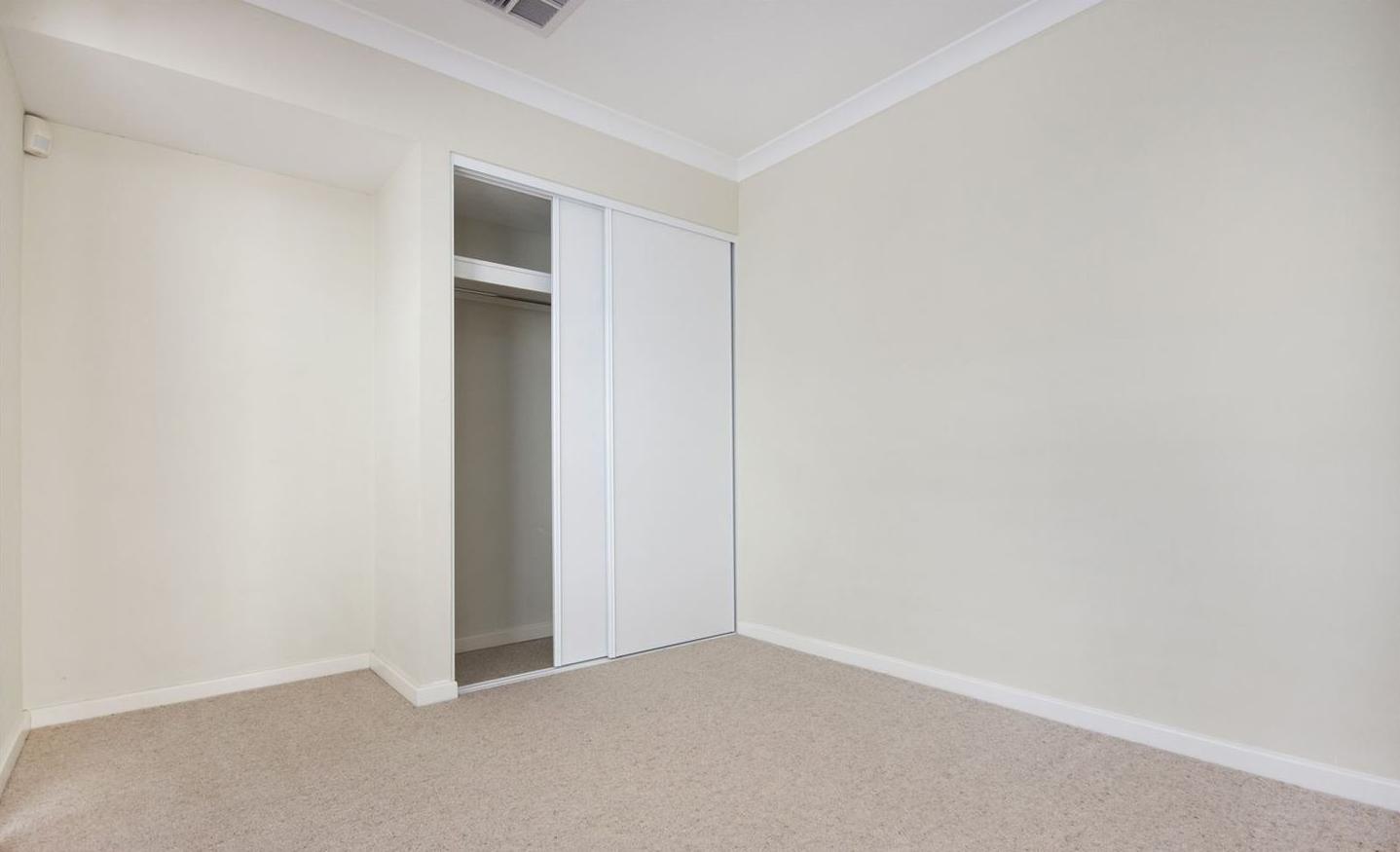 https://propertyphotos.vaultre.com.au/835/4857955__1587018563-5389-image10.jpg